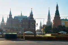 Historiskt museum för tillstånd och röd fyrkantig Moskva för Kremltorn arkivbilder