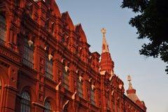 Historiskt museum i Moskva på aftonen royaltyfri bild