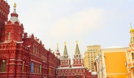 Historiskt museum och Voskresensky porttorn Arkivbild