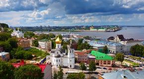 Historiskt område av Nizhny Novgorod i sommar royaltyfria bilder