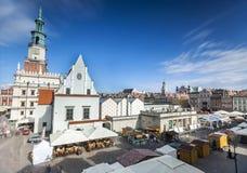 Historiskt Poznan stadshus på den huvudsakliga fyrkanten, Polen royaltyfria bilder