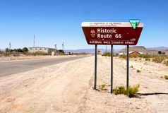 Historiskt Route 66 tecken, USA-huvudväg 66, Förenta staterna Arkivfoto