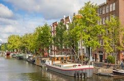 Historiskt skepp i kanalerna av Amsterdam Royaltyfria Foton