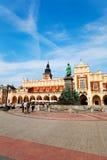 Historiskt ställe av staden Hall Tower i Krakow arkivfoton