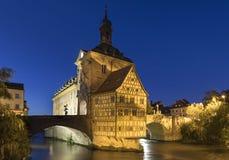 Historiskt stadshus av Bamberg, Bayern, Tyskland, på natten royaltyfria bilder
