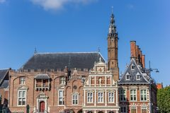 Historiskt stadshus i mitten av Haarlem royaltyfria bilder