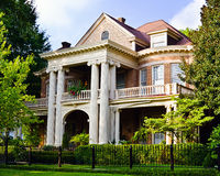 Historiskt sydligt hus royaltyfri foto