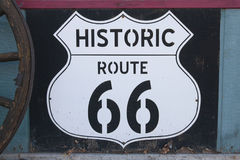 Historiskt tecken för rutt 66 royaltyfri bild