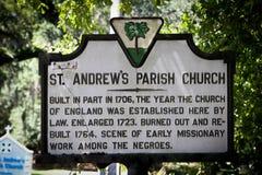 Historiskt tecken för Sts Andrew församlingkyrka Arkivfoton