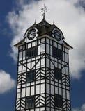 Historiskt torn av Stratford nära vulkan Taranaki, Nya Zeeland Arkivbilder
