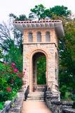 Historiskt torn för kyrklig klocka i Eureka Springs, Arkansas arkivfoto