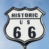Historiskt vägmärke för Route 66 arkivbild
