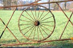 Historiskt vagnhjul för järn royaltyfria foton