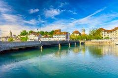 Historiskt Zurich centrum med den berömda Fraumunster kyrka-, Limmat floden och Zurich sjön, Schweiz arkivfoto