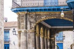 Historyczna architektura w Kubańskim podwórzu fotografia stock