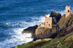 Historyczna Cornwall falezy kopalnia przy Botallack Zdjęcia Stock