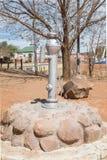 Historyczna działająca pompa wodna w Koffiefontein Zdjęcie Stock