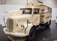 Historyczna Mercedez Benz czerwonego krzyża ciężarówka Fotografia Royalty Free