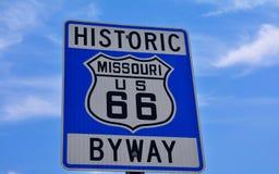 Historyczna trasy 66 autostrada podpisuje wewnątrz Missouri usa obraz royalty free