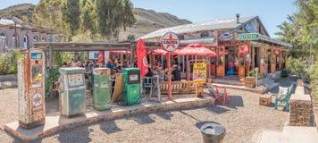 Historyczne paliwowe aptekarki przy oleju napędowego i Creme restauracją w Barry Fotografia Royalty Free