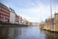 Historyczni budynki na kanałach Kopenhaga, Dani Fotografia Royalty Free