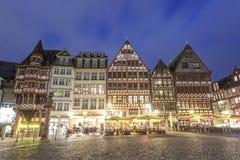 Historyczni budynki w Frankfurt magistrali przy nocą Zdjęcie Stock