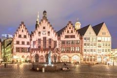 Historyczni budynki w Frankfurt magistrali przy nocą Zdjęcie Royalty Free