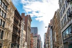 Historyczni budynki wzdłuż Broadway w SoHo Miasto Nowy Jork obrazy royalty free