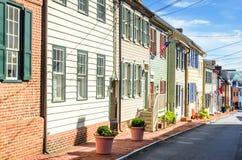 Historyczni Colourful Drewniani rzędów domy na Jasnym jesień dniu fotografia stock
