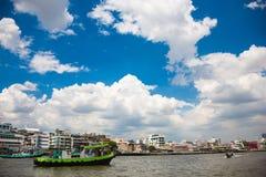 Historyczni domy rzeką w Tajlandia obraz stock