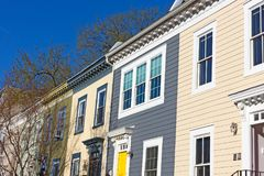 Historyczni domy w Shaw sąsiedztwie na spokojnej ulicie obraz royalty free