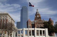 Historyczni i nowożytni budynki w mieście Dallas obrazy stock