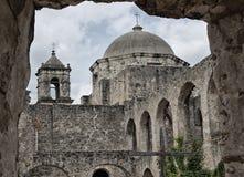 Historyczni kamienni misj steeples, archways i obraz stock