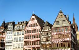 Historyczni tenement domy w starym miasteczku Frankfurt Fotografia Stock