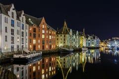 Historyczni tenements w centrum miasta w Alesund Zdjęcie Royalty Free