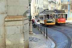 Historyczni tramwaje w Lisbon Zdjęcia Royalty Free