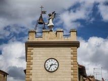 Historyczny belltower w Montepulciano antycznym mieście w Tuscany Zdjęcia Royalty Free