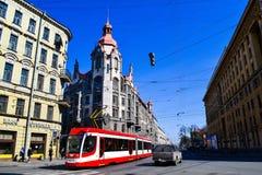 Historyczny budynek nowożytny tramwaj i kasztel Zdjęcia Stock