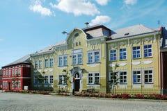 Historyczny budynek szkoła podstawowa bogato dekorował z ornamentami Obrazy Stock