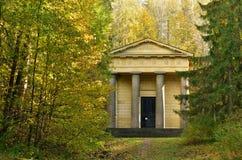Historyczny budynek w parku Zdjęcie Royalty Free