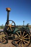 Historyczny czarny i zielony ośniedziały Parowego silnika ciągnik Obrazy Stock