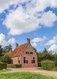 Historyczny czerwonej cegły dom w wiosce Wetsinge obraz stock