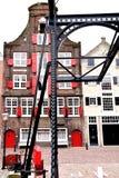 Historyczny dom z starym odprowadzenie mostem Zdjęcie Royalty Free