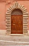 Historyczny dzwi wejściowy w Włochy Fotografia Royalty Free