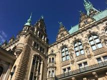 Historyczny Hamburski urząd miasta podwórze fotografia stock