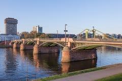 Historyczny most w Frankfurt magistrali Zdjęcia Royalty Free