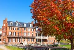 Historyczny muzeum otaczający jesień krajobrazem w harfiarzach Przewozi, Zachodnia Virginia, usa fotografia stock