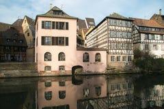 Historyczny Strasbourg miasto w kanale fotografia royalty free