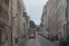 Historyczny tramwaj 28 w Lisbon, Portugalia Fotografia Royalty Free