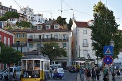 Historyczny tramwaj 28 w Lisbon, Portugalia Obrazy Royalty Free